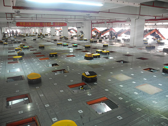 Roboter im Verteilzentrum von Shentong Express in Hangzhou