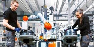 Mensch und Roboter kommen sich am Arbeitsplatz immer näher