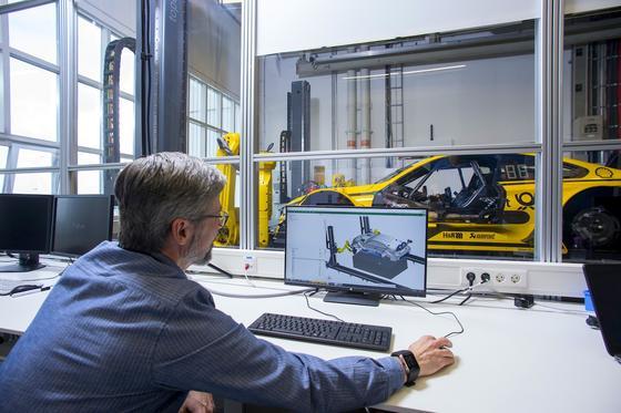 Ingenieur bei BMW in München: Die meisten Ingenieure leisten viele Überstunden und arbeiten viel länger als tariflich vereinbart.