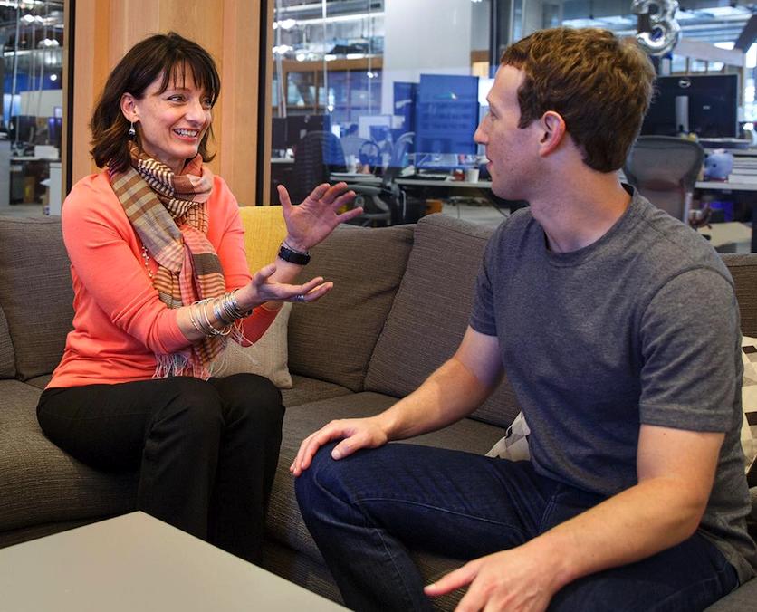 Sie bauen an der Zukunft der Kommunikation: Facebook-Chef Mark Zuckerberg (r.) mit der Chefin seines Experimentallabors, Regina Dugan.