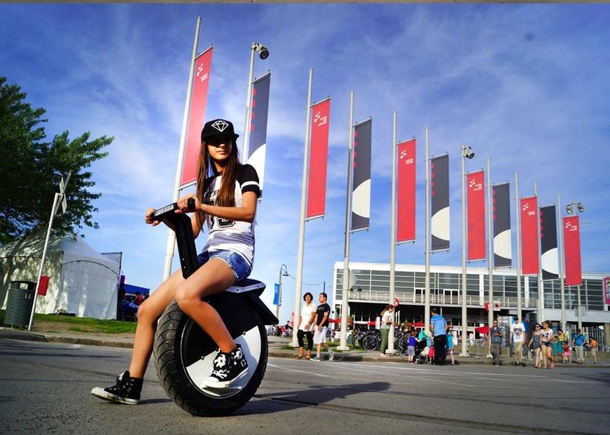 Das Einrad Moto Pogo ist bis zu 25 km/h schnell und hat eine Reichweite von bis zu 30 km.