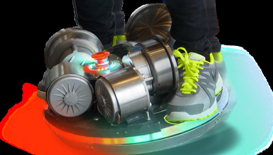 eBall ist vollgestopft mit Gyroskop, Sensoren und Elektromotoren. Mit dieser Technik hält die Skatekugel automatisch das Gleichgewicht