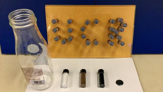 Aus Altglas werden in einem neuen Verfahren Elektroden für Batterien hergestellt.