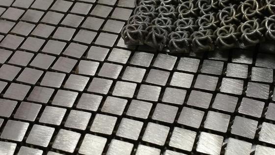 Wie ein Teppich aus Metallplättchen wirkt das neue Material, das die Nasa für den Weltraum entwickelt hat. Das Metall-Gewebe wurde mit Hilfe eines 3D-Druckers hergestellt.