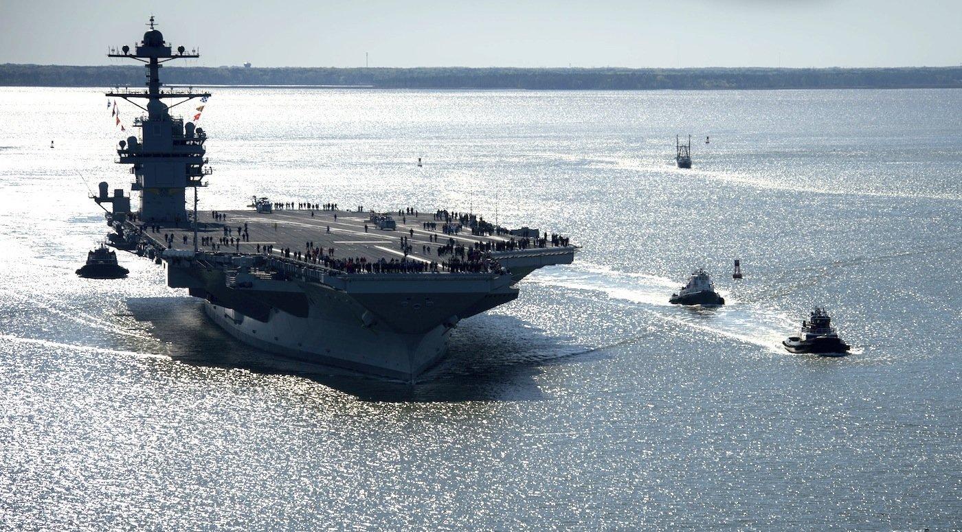 Erst Mitte April ist auch derFlugzeugträger USS Gerald R. Ford zur ersten Testfahrt ausgelaufen. Das Schiff ist der mit Baukosten von 13 Milliarden Dollar teuerste Flugzeugträger der Welt.
