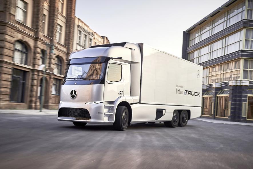 An diesen Anblick werden wir uns gewöhnen: Noch in diesem Jahr beginnt Mercedes-Benz mit der Produktion seines Urban eTrucks, der 12,8 t Zuladung ermöglicht. Vor allem in den Innenstädten soll der Truck eingesetzt werden.