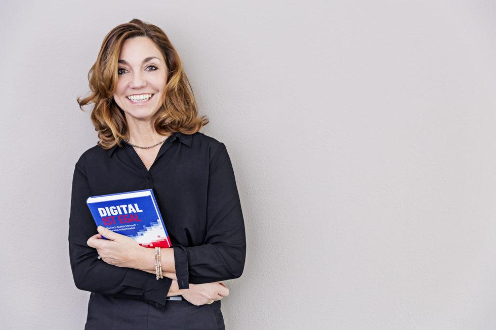 Barbara LiebermeisteristManagementberaterin, Buchautorin und gelernte Wirtschafstswissenschaftlerin.Heuteleitet sie das wissenschaftliche Institut für Führungskultur im digitalen Zeitalter (IFIDZ) in Frankfurt am Main.