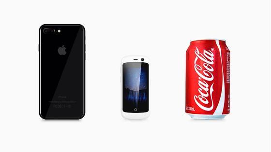Jelly (Mitte) ist angeblich das kleinste 4G-Smartphone der Welt: Der Bildschirm ist 2,45 Zoll klein.