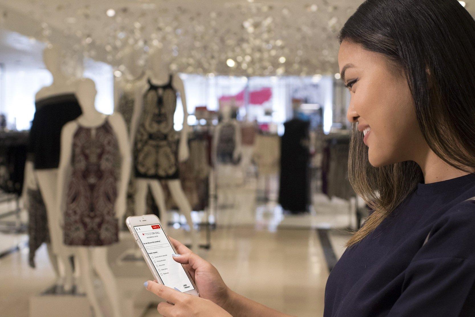 Per IBM-App können Kunden bei Macy's in jeder Sprache Fragen an das Unternehmen schicken. Bei solchen Diensten weiß der Kunden, dass er Funktionen freischaltet und Informationen hinterlässt. Bei Ultraschall-Übertragungen weiß der Kunden vom Datenaustausch nichts.