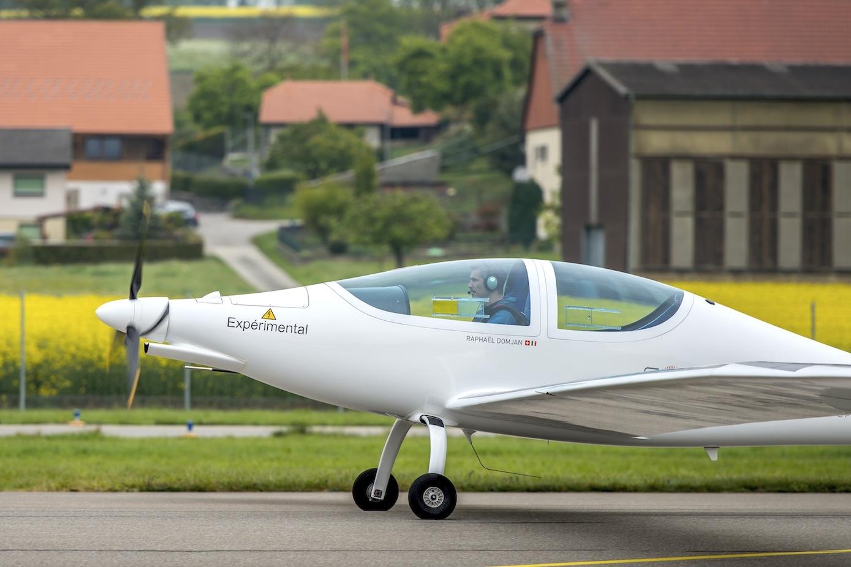 Start der Elektra-2 in der Schweiz: Das Flugzeug soll 2018 erstmals bis in die Stratosphäre fliegen.
