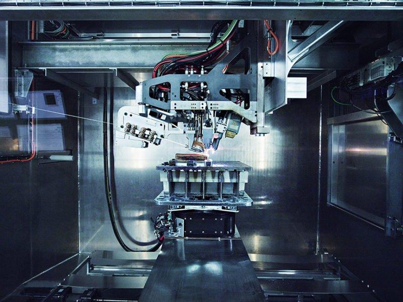 Im Merke-IV-Drucker werden die Titan-Teile für den Dreamliner produziert.
