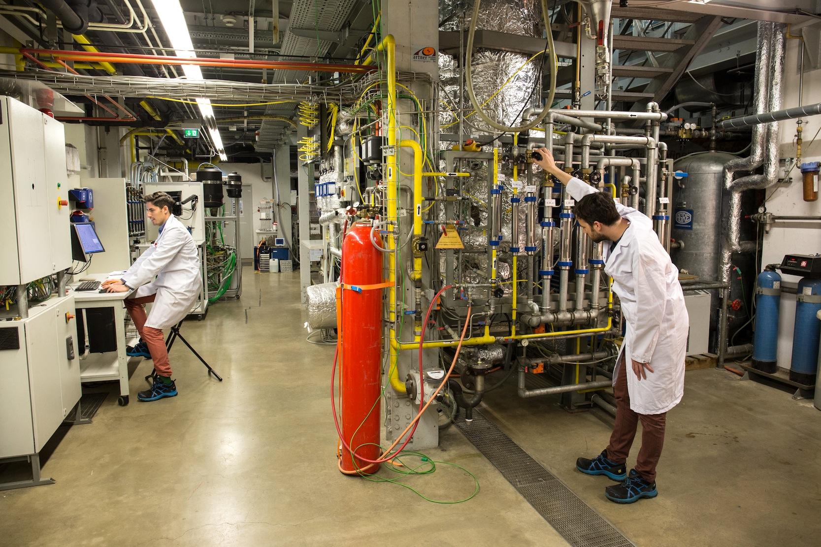 Jetzt sind die Ingenieure dabei, das Verbrennungsverfahren auch im industriellen Maßstab zu erproben.