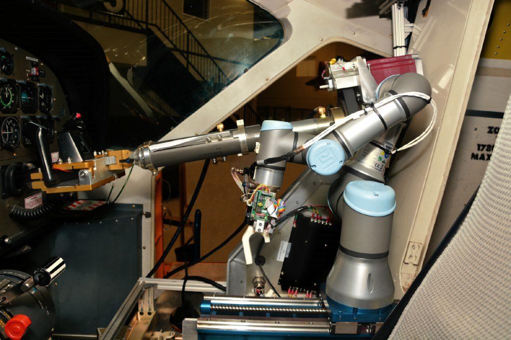 Der Roboter braucht vier Wochen, um sich in einem neuen Cockpit zurechtzufinden.