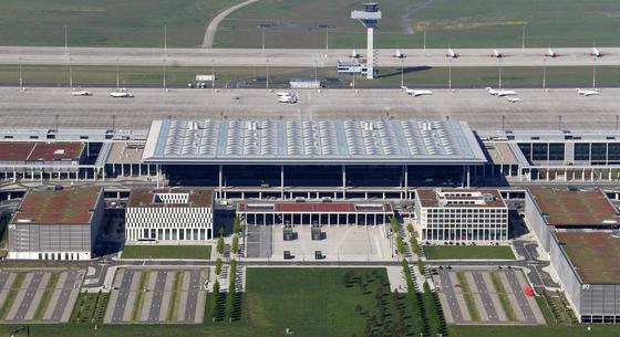 Der BER am 19. Mai 2017: Der Hauptstadtflughafen sieht eigentlich fertig aus. Und doch werden die Arbeiten an der zu klein dimensionierten Sprinkleranlage erst Ende 2017 abgeschlossen. Die Eröffnung 2018 ist wohl nicht mehr zu schaffen – vielleicht 2019.