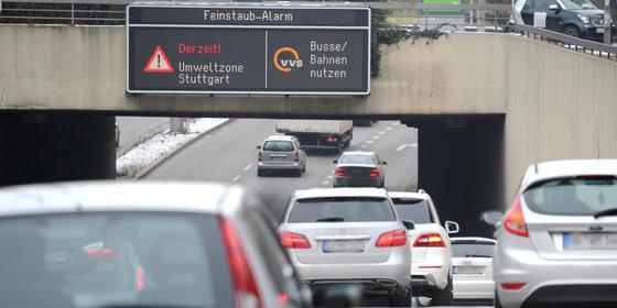 Feinstaubalarm 2016 in Stuttgart: Nicht nur Dieselfahrzeuge, sondern mehr auch Benziner mit Direkteinspritzung stoßen große Mengen Feinstaub aus. Ingenieure aus der Schweiz haben zum Teil erstaunlich hohe Werte gemessen.