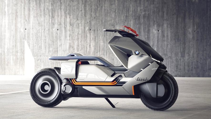 DieStudie Concept Link zeigt, wie sich BMW die Zukunft auf zwei Rädern vorstellt. Der Roller ist elektrisch angetrieben und voll vernetzt. Bei Gefahren wie einer missachteten Vorfahrt wird der Fahrer über Sensoren gewarnt.