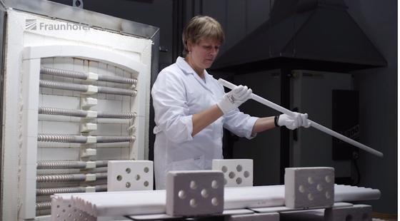 Petra Puhlfürß hat die neuartigen Membranen mitentwickelt. Vor allem auf gleichmäßige Größe der Poren kam es hierbei an.