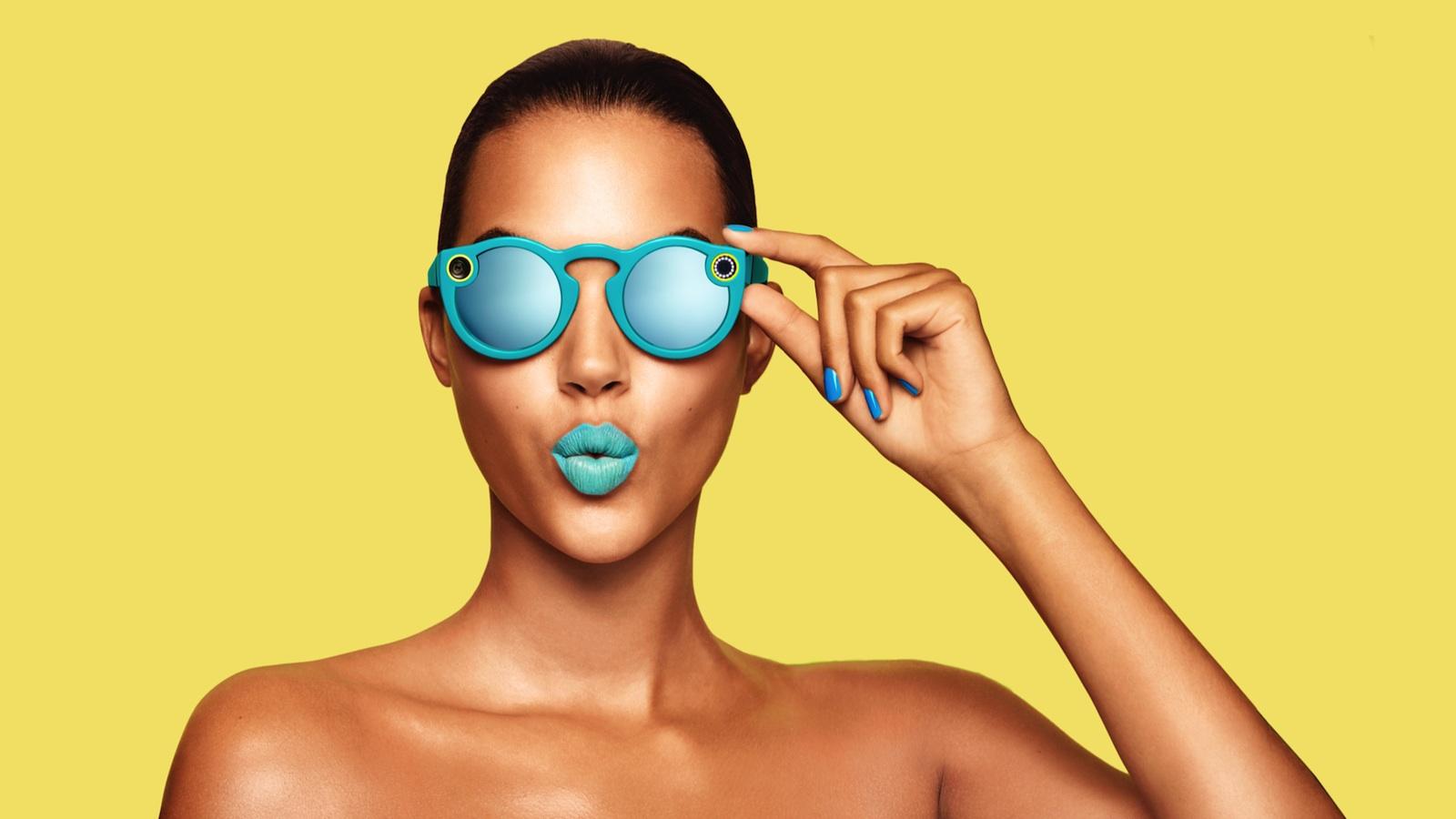 Die Kamerabrillen gibt es in den Farben Türkis, Koralle und Schwarz.