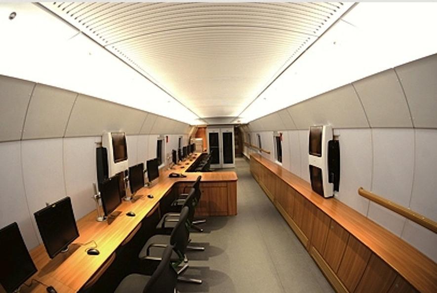In chinesischen Hochgeschwindigkeitszügen gibt es sehr gute Arbeitsbedingungen für Geschäftsleute.