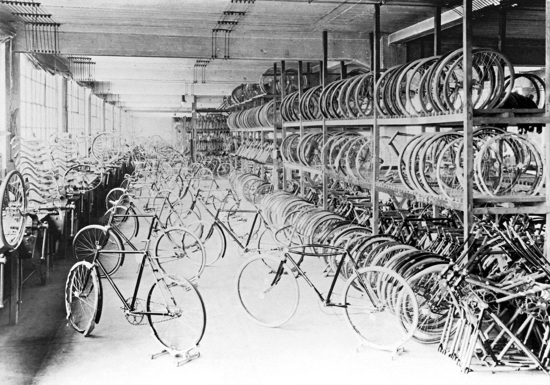 Fahrradproduktion 1912 bei Opel in Rüsselsheim.