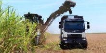 Dieser Volvo lenkt selbst und verschont sogar kleinste Ackerpflanzen