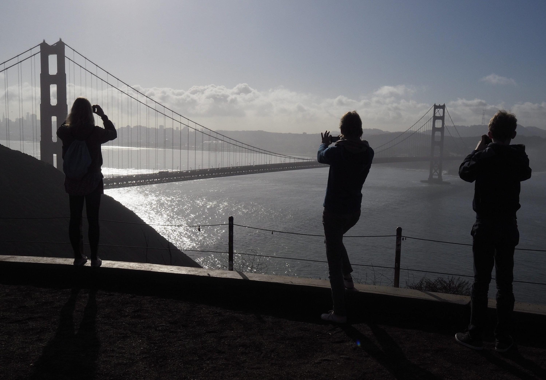 Rund zehn Millionen Touristen besuchen die Golden Gate Bridge und genießen die Skyline von San Francisco.