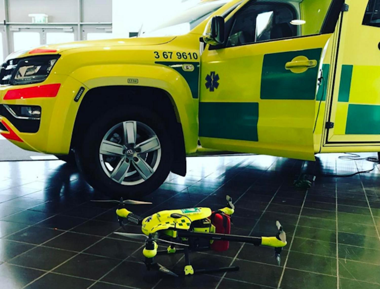 Drohne vs. Rettungswagen: In Tests auf 3,2 km langen Teststrecken brauchte die Drohne nur fünf Minuten zum Einsatzort. Der Krankenwagen benötigte 22 Minuten.
