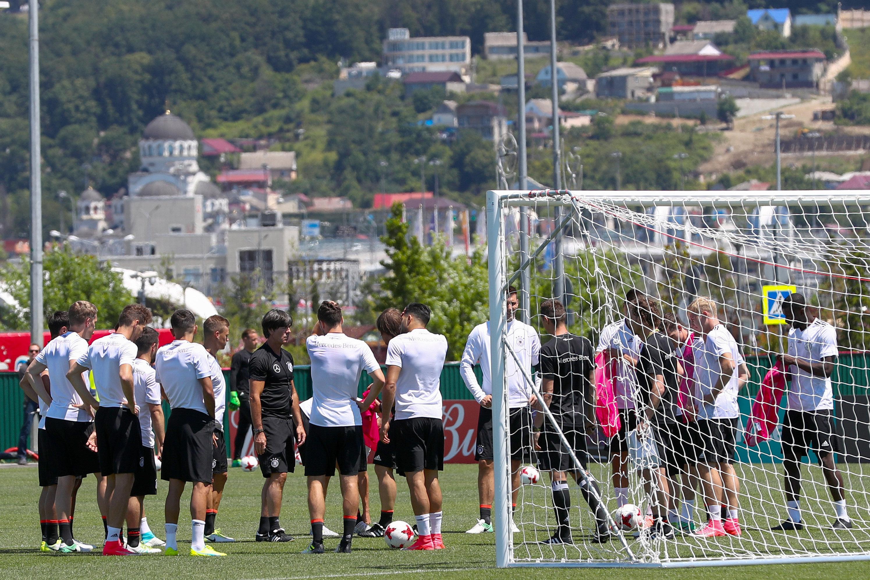 Training der deutschen Fußball-Nationalmannschaft beim Confederations Cup in Sotschi: Demnächst werden die Nationalspieler auch mit VR-Brillen bestimmte Übungen absolvieren.