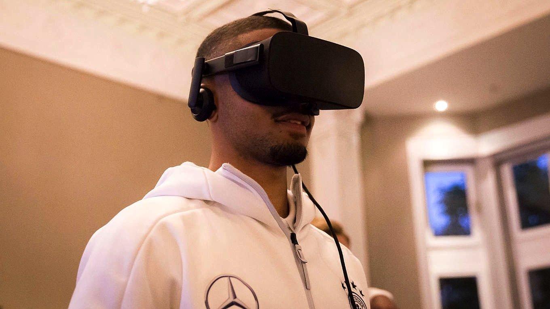 Wie lässt sich Cristiano Ronaldo am Torschuss hindern? Die Antwort lässt sich per VR-Brille trainieren.