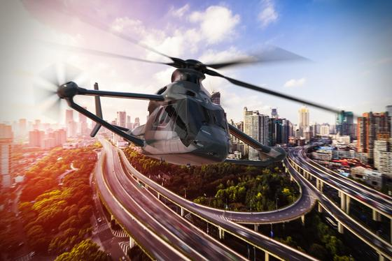 Bis zu 400 km/h schnell kann der neue Hubschrauber Racer von Airbus Helicopters fliegen. An der Entwicklung hat das Deutsche Zentrum für Luft- und Raumfahrt mitgewirkt. Deutlich zu sehen sind die zusätzlichen Tragflächen und Propeller.