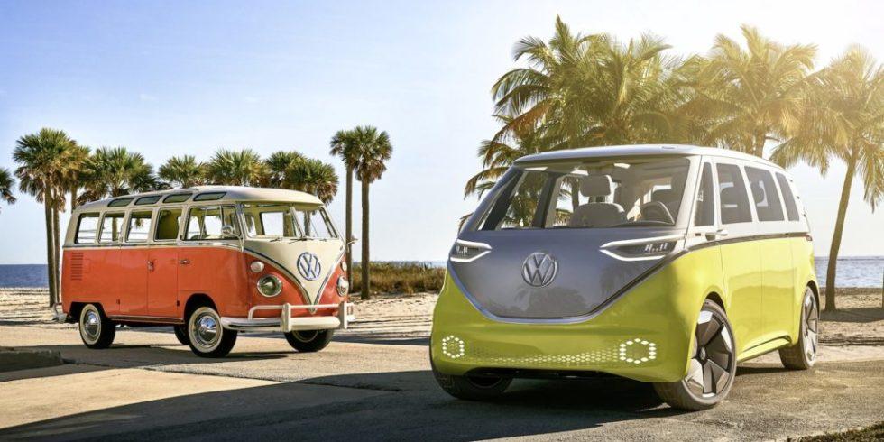 Alt und neu: Links der noch heute begehrte VW-Bus T2, rechts der I.D. Buzz