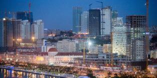 Nachtaufnahme von Luanda