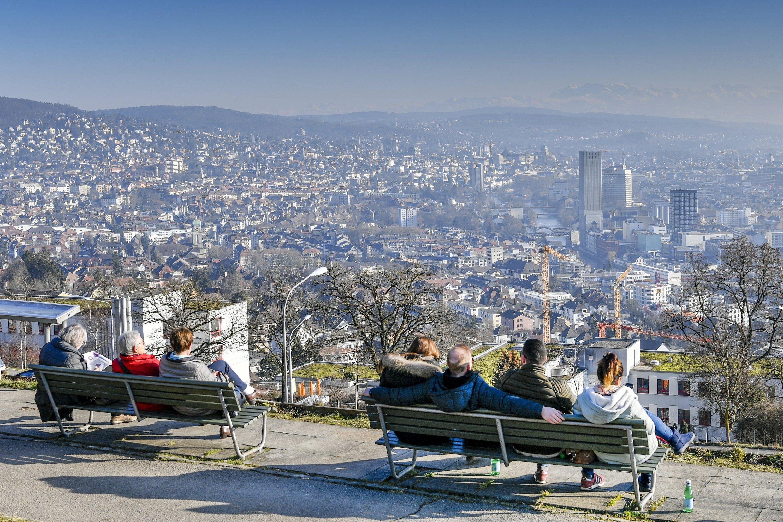 Blick auf Zürich: In der größten Stadt der Schweiz zu leben ist laut Mercer-Ranking europaweit am kostspieligsten.