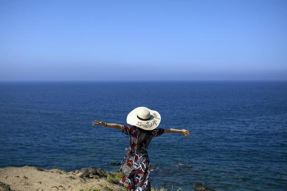 Urlaub am Meer klingt verlockend und doch wollen viele Deutsche mehr sehen.
