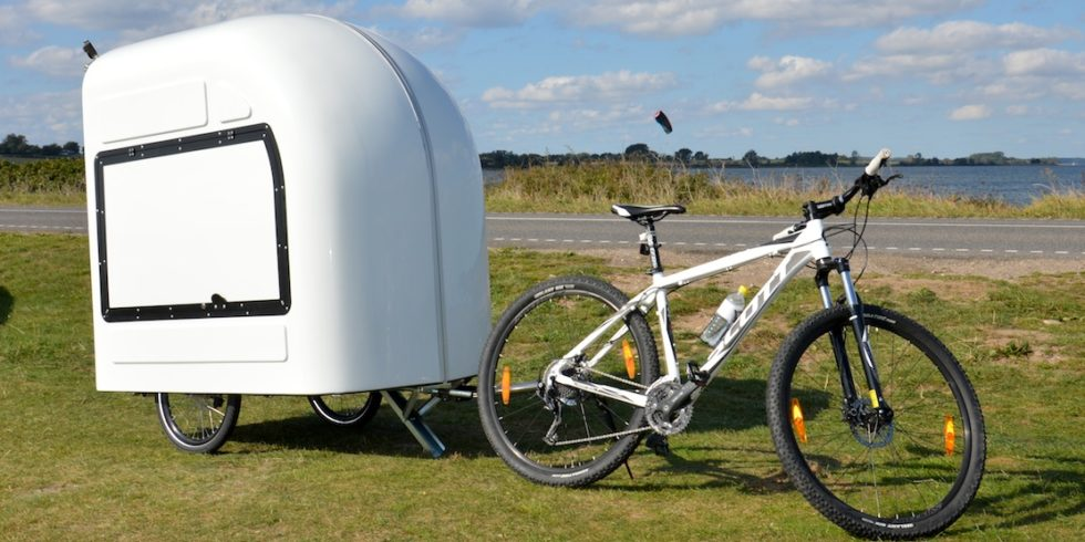 dieser wohnwagen f r fahrrad camper geht in serie. Black Bedroom Furniture Sets. Home Design Ideas