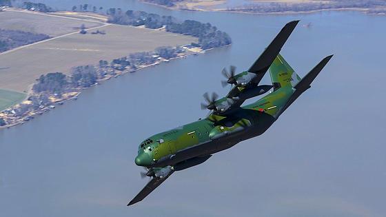 Transportflugzeug C-130JSuper Herculesvon Lockheed Martin über Südkorea: Das Flugzeug soll künftig mit besonders schnellen Lenkflugkörpern bestückt werden, die fünffache Schallgeschwindigkeit erreichen sollen.