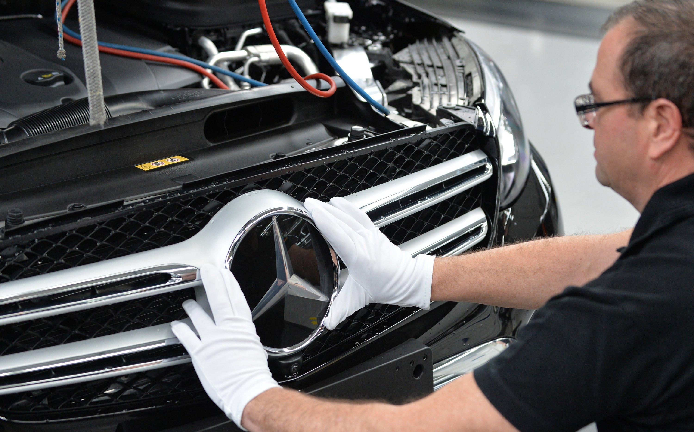 Mercedes soll sich nach dem Auffliegen des Lkw-Kartells aus dem Autokartell zum Teil zurückgezogen haben.