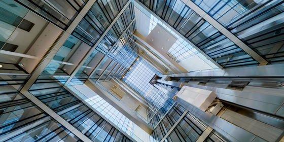 Die schnellsten Aufzüge der Welt: Warum man in diesem Lift niemals allein nach oben fährt