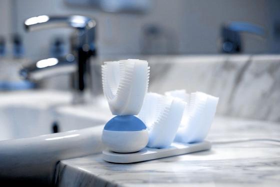 Mit der vollautomatischen Zahnputzmaschine Amabrush werden allen Zähne gleichzeitig geputzt. Zehn Sekunden reichen laut Hersteller für ein optimales Ergebnis aus.