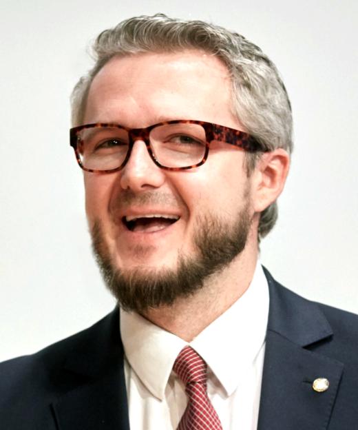 Damian Borthist Informatiker und Direktor des Kompetenzzentrums Deep Learning am Deutschen Forschungsinstitut für Künstliche Intelligenz (DFKI) in Kaiserslautern. Seine Promotion verfasste eram Fachbereich Informatik der TU Kaiserslautern und am Kompetenzzentrum Multimedia-Analyse und Data Mining (MADM) des DFKI.