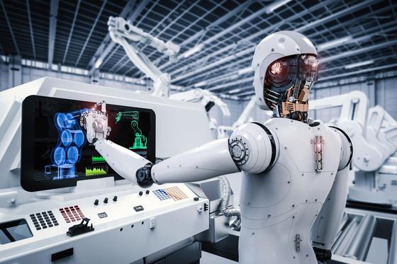 Roboter werden nicht alleine in der Fabrik arbeiten, es wird auch 2030 Ingenieure brauchen, die sie steuern, überwachen und anleiten. Foto: panthermedia.net/phonlamai