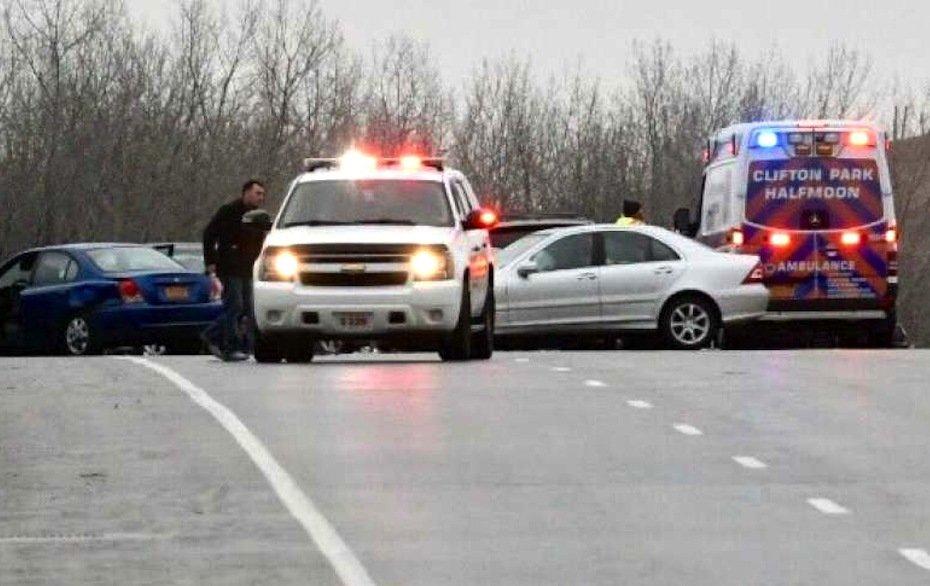 Im Bundesstaat New York kamen2011 bis 2015 zwölf Menschen bei Unfällen ums Leben, bei denen der Verursacher mit seinem Smartphone beschäftigt war. 2.784 Menschen wurden dabei verletzt.
