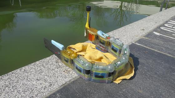 Er bewegt sich wie ein Aal oder eine Wasserschlange, doch schon auf den ersten Blick erkennt man, dass es sich bei Envirobot um ein Hightech-Gerät handelt.