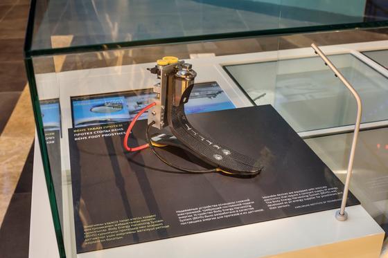 Diese Fußprothese kann Körperenergie in Strom umwandeln.