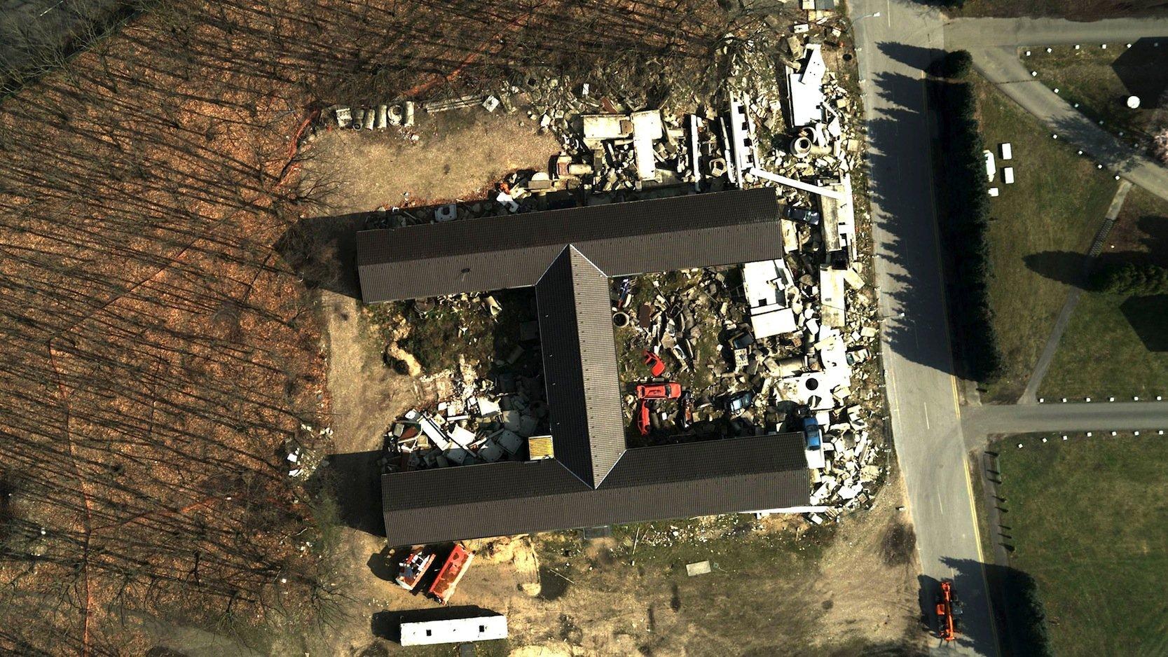 Aufnahme eines zerstörten Gebäudes mit dem MACS-Luftbildkamerasystem: Die Aufnahme kann direkt in die digitalen Karten der Helfer am Boden eingefügt werden.