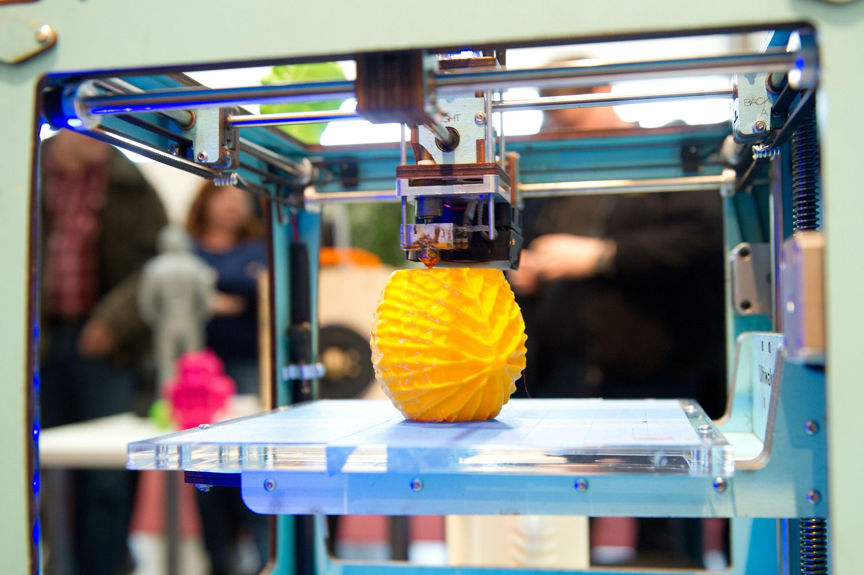 Um die Vorteile des 3D-Drucks nutzen zu können, müssen viele Mitarbeiter in Sachen digitale Kompetenzen nachgeschult werden.