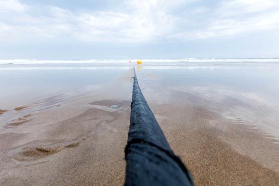 Das schnellste Datenkabel zwischen USA und Europa ist fertig. Hier taucht es in Virginia Beach ins Meer ab, um im spanischen Bilbao wieder aufzutauchen.