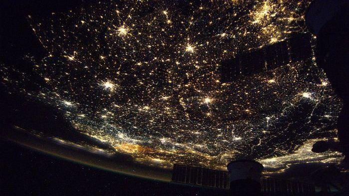 Ganz nebenbei liefern Satelliten beeindruckende Bilder, etwa Europa bei Nacht.