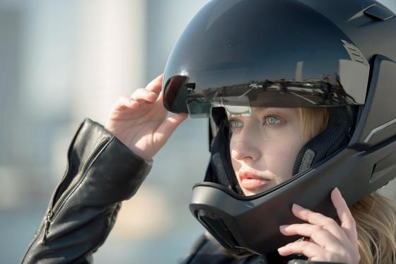 Er sieht nicht nur gut aus, der Motorradhelm von Borderless, er ist auch voller Technik.