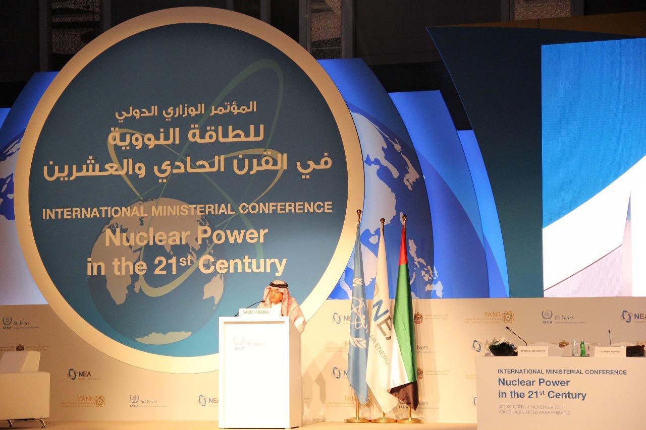 Auf einer Konferenz in Dubai hat Saudi-Arabien seine künftige Energiepolitik vorgestellt. Da der Ausbau von Solar- und Windkraftanlagen stockt, setzt das Land nun voll auf Kernenergie.